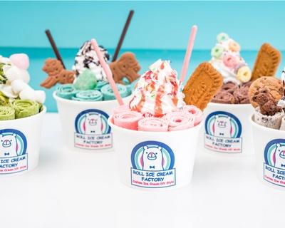 さまざまなトッピングを楽しもう!/ ロールアイスクリームファクトリー