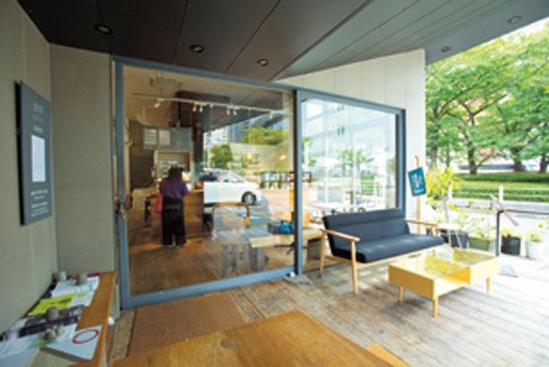 シンプルで落ち着いたデザインのカフェ&ショップ /graf studio kitchen