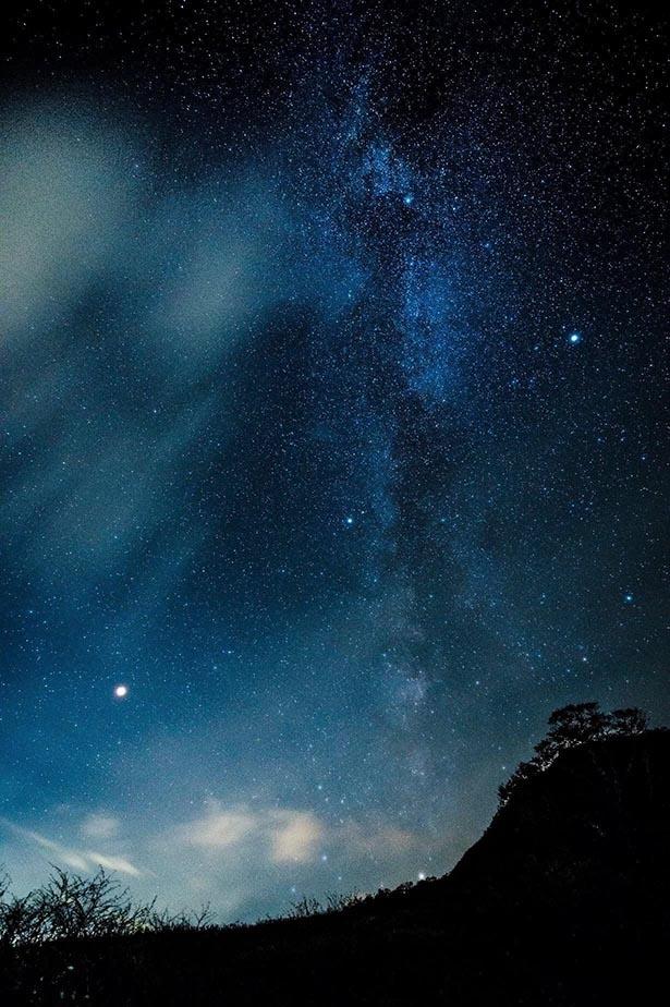 【写真を見る】満天の星に思わずうっとり