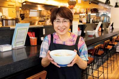 店主の大西由美子さん。店主の次男であり、ミシュラン獲得店「Japanese Soba Noodles 蔦」(東京・巣鴨)オーナー、大西祐貴氏のレシピを忠実に守っている