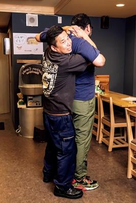 左、「川の先の上」店主・後藤将友さん 右、「田上家」店主・田上州さん