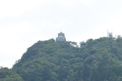 川原町中心部から南東に位置する川原町広場からは、岐阜城と金華山を望むことができる