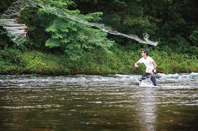 現役漁師から伝統漁法の手投げ網漁を教わるなど、岐阜の自然を体験できるコースも / 長良川おんぱく 2019