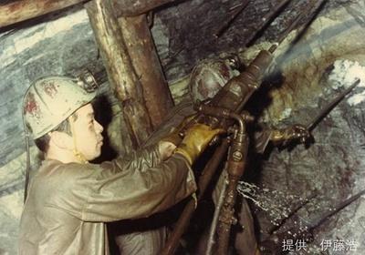 当時の銅山での採掘の様子
