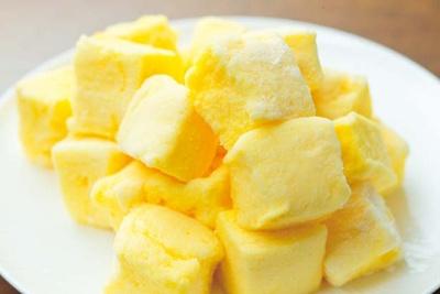 口のなかで溶けながら、ふわりとさわやかな柚子が香る柚子マシュマロ/コンラッド大阪「ハロウィンスイーツブッフェ」