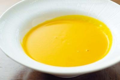 かぼちゃの風味が濃厚な、黒豆入りスパイシーパンプキンスーブ/コンラッド大阪「ハロウィンスイーツブッフェ」