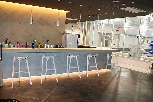 【画像】館内におしゃれな「アシックススポーツコンプレックスカフェ」も設置