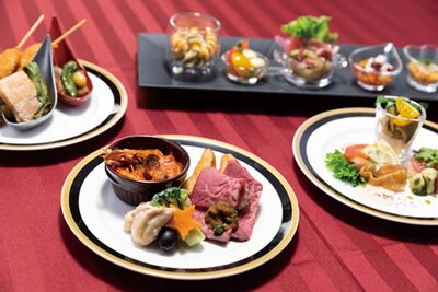 幅広い料理がそろう食事はビュッフェスタイル/ユニバーサル・スタジオ・ジャパン