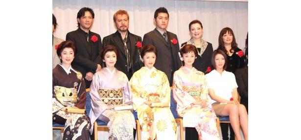 「帝国劇場100周年感謝パーティー」に出席した2011年の出演者たち