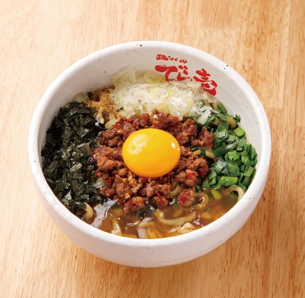【写真を見る】「あん辛台湾まぜそば」(税込  950円~)は、深夜にしか食べられない激辛まぜそば