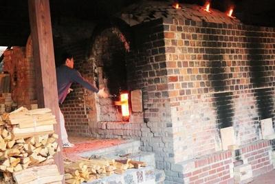 有田を代表する窯元では、薪窯(まきがま)焚きを特別公開 / 第15回 秋の有田陶磁器まつり