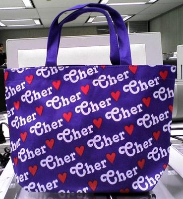 ロゴを全面に配したデザインが印象的なCHERの付録トートバッグ