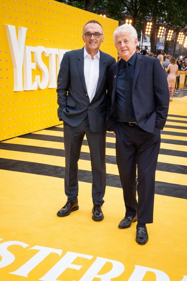 ダニー・ボイル監督(左)と脚本家のリチャード・カーティス