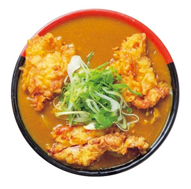 【写真を見る】TKUグループで一番の人気を誇る鶏天カレーうどん(1090円)。大きな鶏天が3つも入る/極楽うどん TKU ルクア大阪店