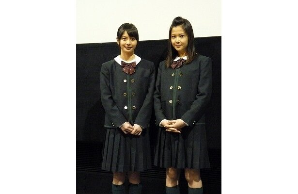 相葉香凛(左)、草刈麻有ら出演の青春ストーリー『青い青い空』