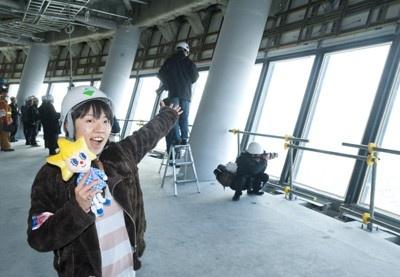 """3月6日(日)に、報道向けの「第一展望台撮影会」が開催された「東京スカイツリー(R)」。地上345mから見た東京の景色は、想像をはるかに越える""""絶景""""だった!"""