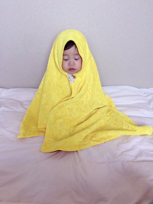 【写真を見る】かわいいを超えて、もはや尊い…。カオナシ姿でスヤスヤ眠る、ひなちゃん