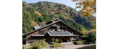 秋の山里を彩る美しい紅葉 / ことといの里