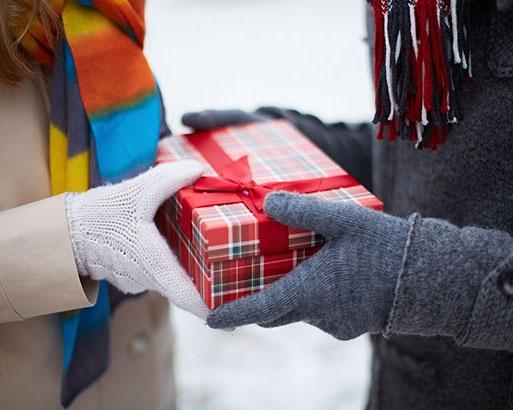 【彼氏・夫へ編】昨年データで予算の復習&傾向予想。喜ばれるプレゼント選びのポイント
