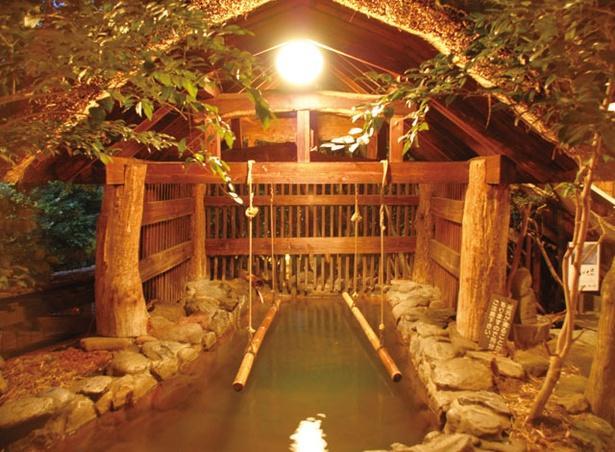 いこい旅館 / 2本の竹につかまって入浴する「立ち湯」