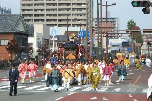 【写真を見る】宮崎神宮大祭 2019(神武さま) / 御神幸・神賑行列