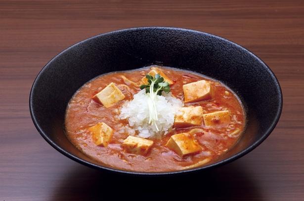 【写真を見る】「味噌麻婆麺」(880円)は、モチモチの太麺と旨辛麻婆豆腐の相性が抜群の1品!