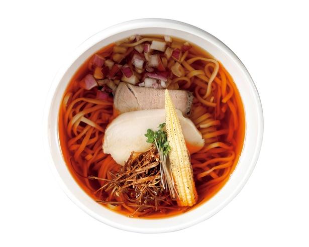 澄んだスープの中に、強烈なエビの香りを感じられる「えびそば」(税込 860円) / えびそば 緋彩