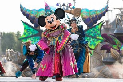 【写真を見る】「フェスティバル・オブ・ミスティーク」では、邪悪な力に立ち向かうミニーマウスの活躍にも注目を!