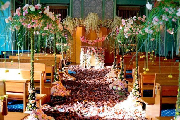 パレス ハウステンボス館内やチャペルでは、フラワーアーティストによる「空間装飾」8作品を展示 ※画像は過去の作品