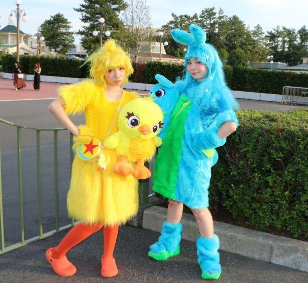 ディズニーハロウィーン2019で発見仮装を楽しむ来場者たち