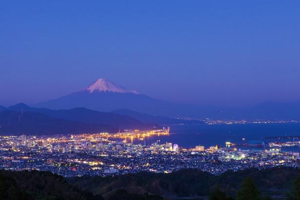 日本夜景遺産に選ばれている日本平が新たに「富士三大夜景」に選出