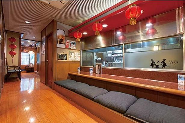 中華食堂 源 / カウンター席と半個室がある