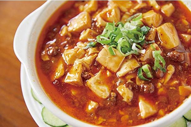 【写真を見る】中華厨房 華 / 熱々の「麻婆豆腐」(580円)は香り豊か。豆腐がたっぷり入る
