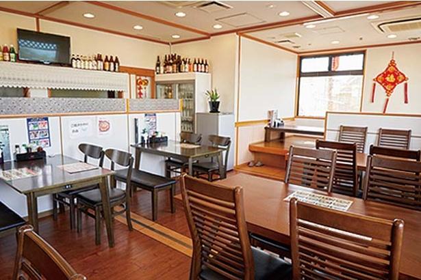中華厨房 華 / 開放的な店内。麺メニューが選べる定食は全20種で、すべて880円