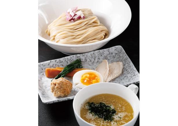 【写真を見る】アオサの風味を生かした新作つけ麺をチェック!「鶏白湯の磯の汐」(税込 950円) / 侍麺