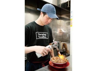 店を切り盛りするのは店長の藤井智仁さん / 焼豚ラーメン 弥太郎