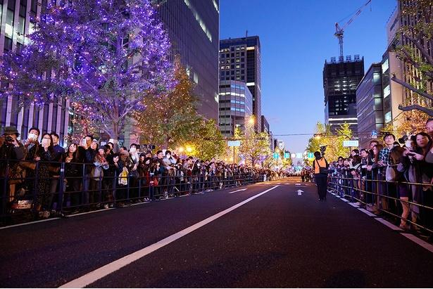 開宴式を見物する大勢の観客/御堂筋イルミネーション2019