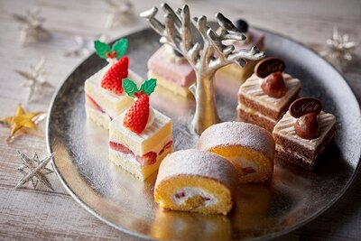 カフェ&レストラン グリーンハウス / クリスマスランチブッフェのスイーツ。1口サイズの特製ケーキは見た目もかわいい!