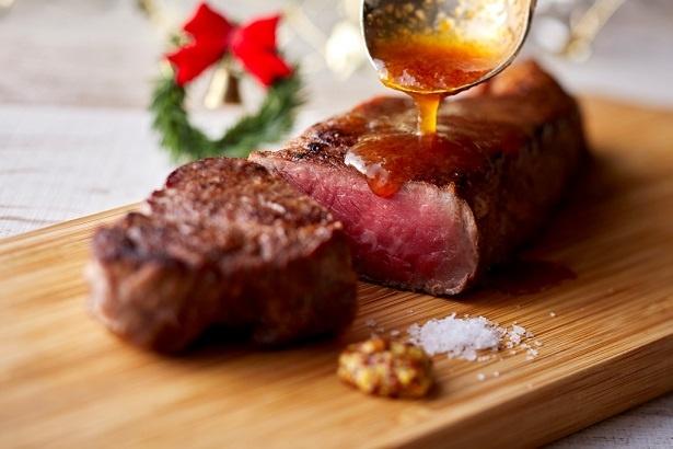 カフェ&レストラン グリーンハウス / クリスマスランチ&ディナーブッフェで提供される「ビーフステーキ 和風ソース」。オーダーごとにシェフが焼いてくれる