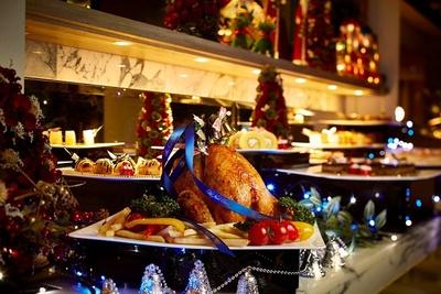 カフェ&レストラン グリーンハウス / クリスマスディナーブッフェでは、ローストチキンなどクリスマスらしい料理がそろう
