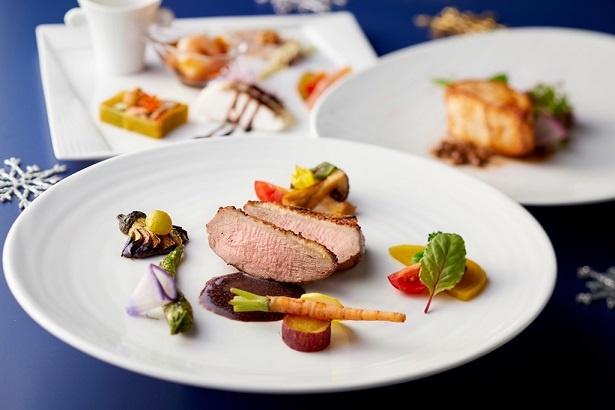 レストラン カステリアンルーム / クリスマスランチのメインは、魚料理と肉料理から選べる