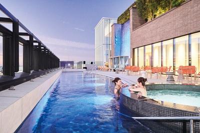 都ホテル 博多 / 水着着用で楽しむ混浴の「アウトドアスパ」。プール、ジェットバス、寝湯、足湯などを備える。水着の貸出(男性1000円、女性1500円・各税込)もあり