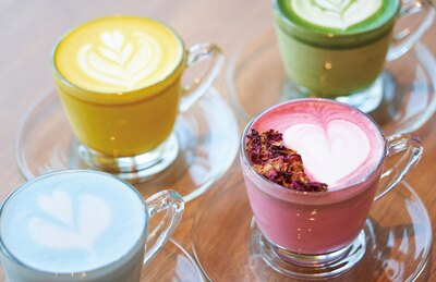 都ホテル 博多 / 「カフェ エンパシー」のおすすめドリンクは、ビーツなど4種そろうフレーバーラテ(各680円)