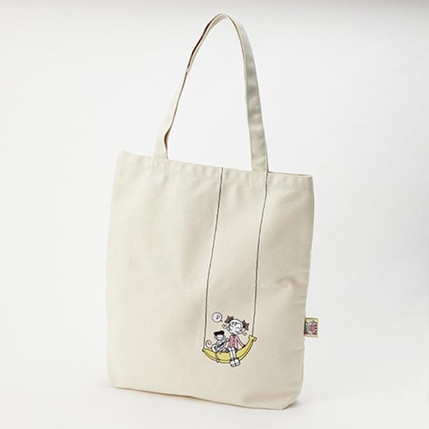 肩掛けでも、手持ちでも使える 「ご近所物語」のトートバッグ。おなじみのキャラクターがさりげなく入り、普段使いしやすいシンプルなデザイン(1980円) /「特別展 りぼん」