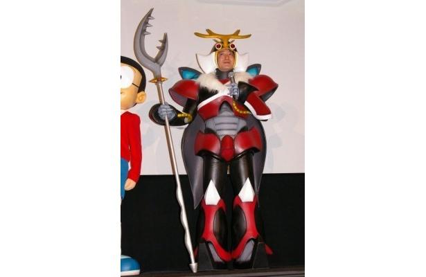 オーダーメードの衣装で登場した加藤浩次