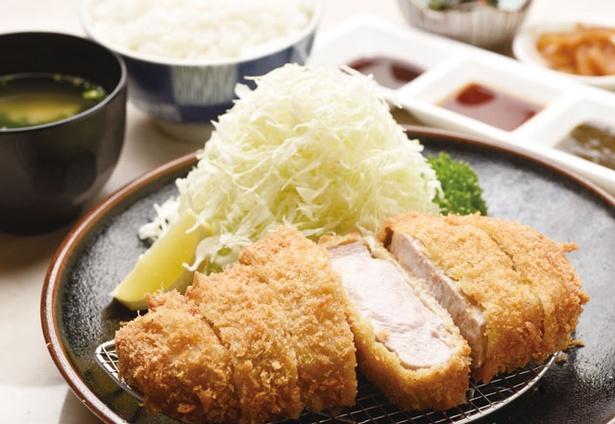 とんかつ川久 / 「上黒豚ロースかつ定食(250g)」(2500円)。トンカツ、醤油ダレ、柚子味噌ベースと3種類のソースで味わいも変わる