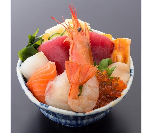 仙令平庄の「海仙丼」(1518円)のほか、握りや焼き魚などの定食もそろう