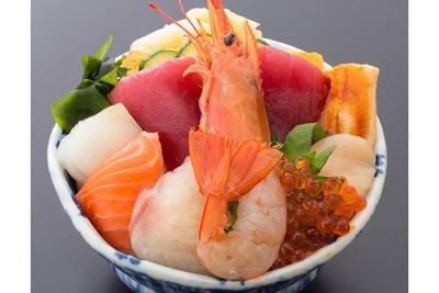 リニューアルした「ららぽーと柏の葉」の食のマーケットで楽しめる「海仙丼」