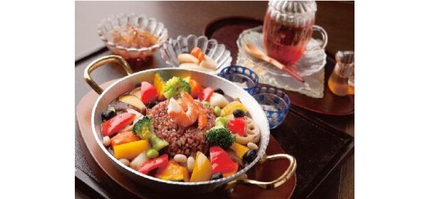 「銀座カフェ-Bistro-」(東京・銀座)の「野菜のデトックスカレー」(1500円)は15種の生薬と8種のハーブがIN!