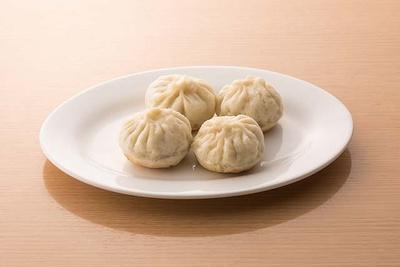 香港プラザ 高砂店 / ニラ饅頭(400円)。もっちりと安定感のある皮にあんがぎっしりと入る